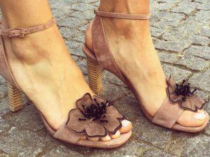 Lola cruz sandália taupe